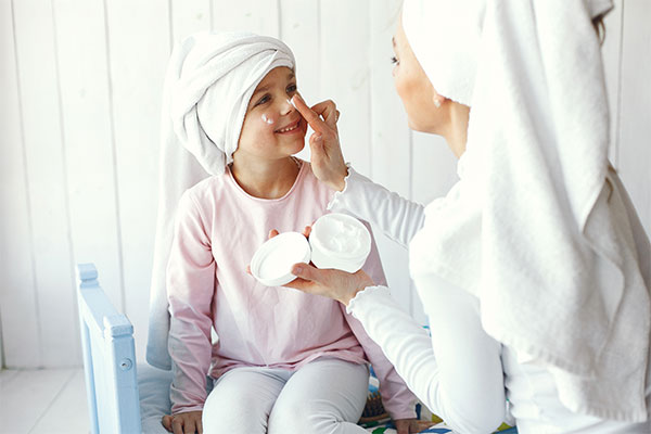 O atopowym zapaleniu skóry: jak pielęgnować i leczyć skórę, aby utrzymać objawy choroby pod kontrolą