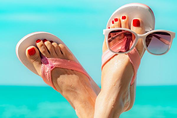 Pedicurzystka czy podolog? Jak zadbać o swoje stopy, żeby cieszyć się ich pięknym wyglądem i komfortem chodzenia - nie tylko latem!